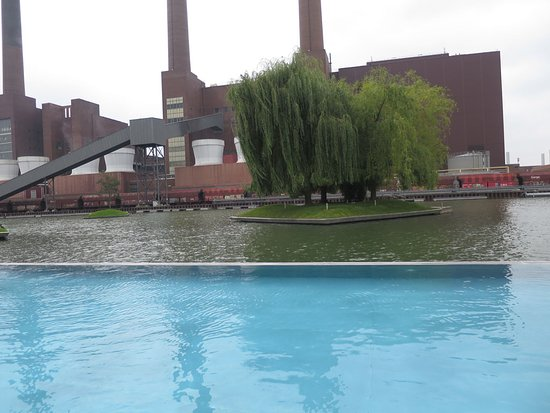 The Ritz-Carlton, Wolfsburg: Great swimmingpool, with perfect warm water