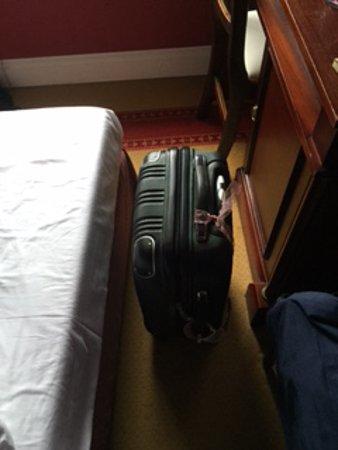Hotel Grodek: Der Abstand zwischen Bett und Schreibtisch!