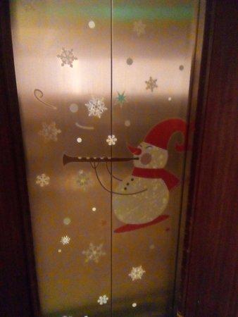 Golden Sea Pattaya Hotel: Двери лифта