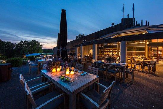 Bergschenhoek, Pays-Bas : Ruim Terras met uitzicht op de Skyline van Rotterdam