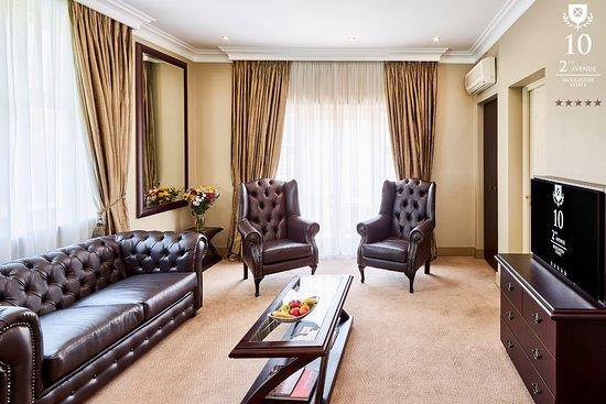 10 2nd Avenue Houghton Estate: Presidential Suite Lounge area, separate bathroom.