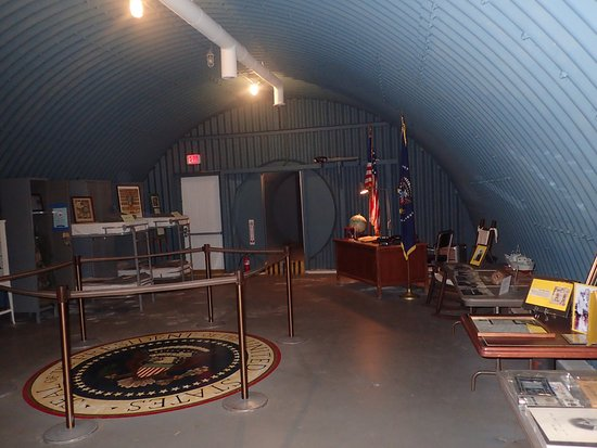 Palm Beach Maritime Museum: Inside the Bunker. The phones on the desk were for show.