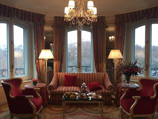 Hotel Ritz, Madrid: Separate Living Room Of Our Angle Suite Part 73