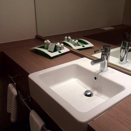 Holiday Inn St. Petersburg Moskovskiye Vorota: Удобная, большая ванная.