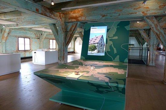 Der interaktive Kartentisch lädt zum Spaziergang durch die Hopfen- und Bierstadt Spalt ein.