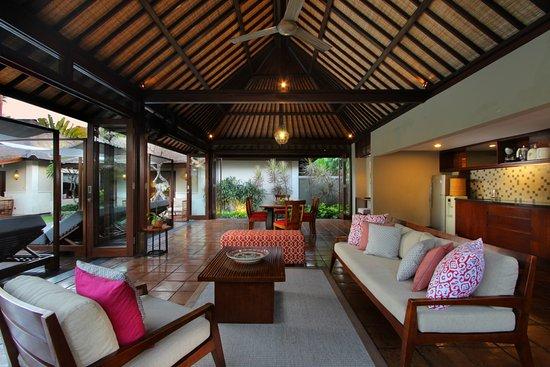 The Ulin Villas & Spa: Living and Dining area of Three Bedroom Pool Villa
