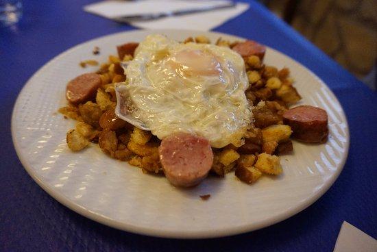 Restaurante Olimpia: Migas rupestres con huevo y salchicha.