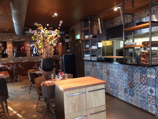 Zwijndrecht, Países Bajos: Nieuwe stijl van Dok restaurant
