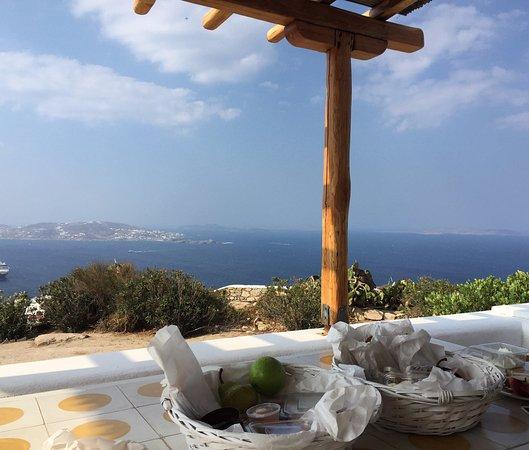 Agnandi Homes and Studios: colazione in terrazza!