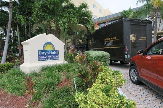 Санни-Айлс-Бич, Флорида: ingreso al hotel