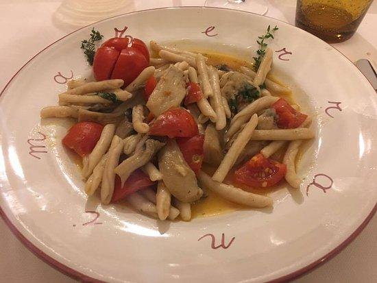 Terranima: Pasta con funghi cardoncelli, pomodorino e olio locale