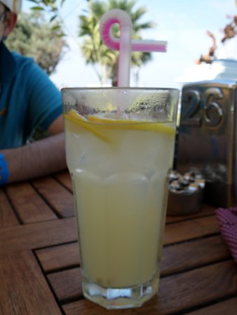 Cafe Roma: Refreshing lemonade, tasty!