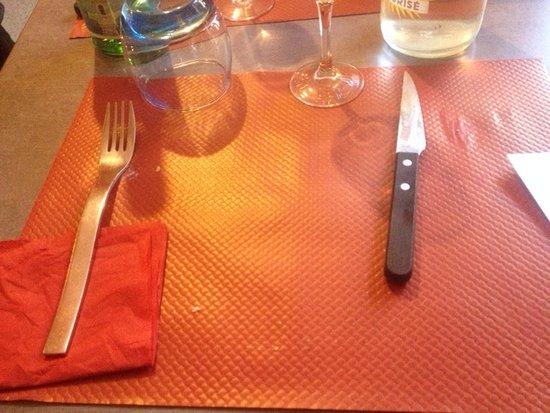 Rognes, ฝรั่งเศส: TABLE ET COUVERTS