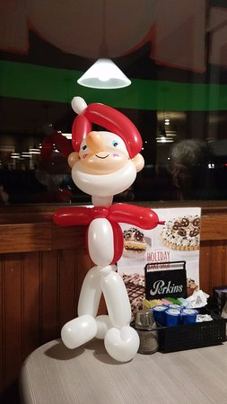 Perkins Restaurant & Bakery: Balloon Santa!