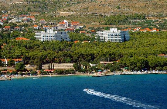 Donji Seget, โครเอเชีย: View on hotel and beach from sea