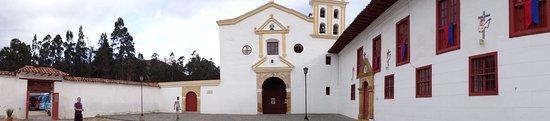 Raquira, Colombia: LA IGLESIA Y EL CONVENTO