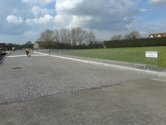 Banwell, UK: Main entrance with security barriers.