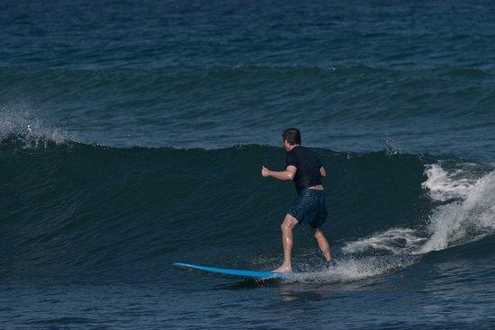 Puntas Surf School: Matt surfing, day 4 of lessons