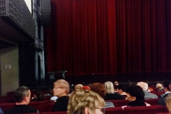Hybernia Theatre: levý portál