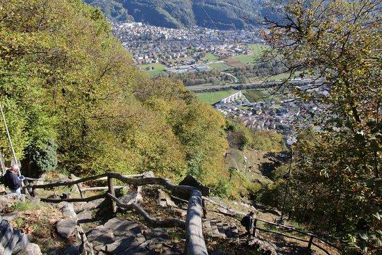 Sementina, İsviçre: Scendendo verso Monte Carasso