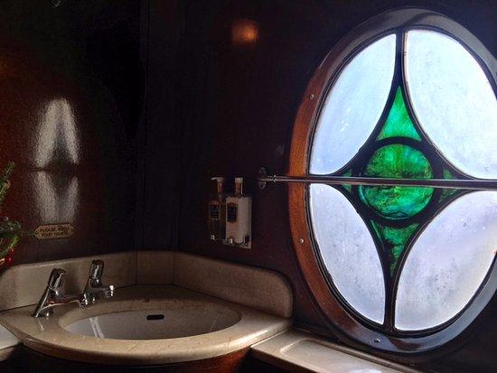 Retro bathroom - Picture of Belmond British Pullman, London ... on