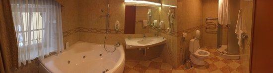 Hotel Rinno: Очень большая ванна !