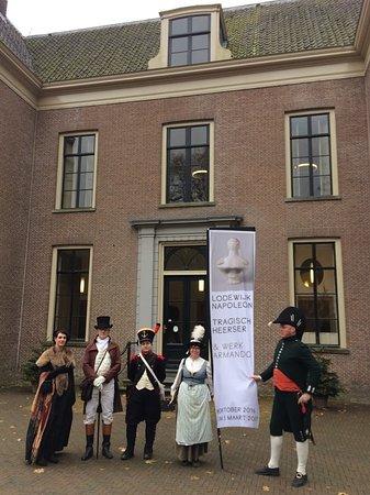 Бунник, Нидерланды: Liefhebbers van de Napoleontische tijd voor het huis.
