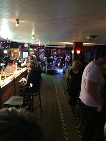 Sidcup, UK: View from one end of the bar to the other