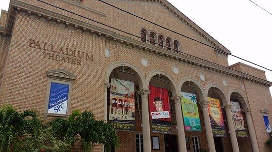fachada del teatro - Picture of The Palladium at St