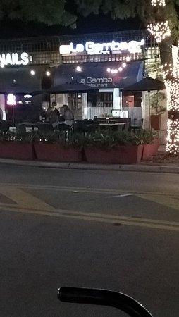 La Gamba Restaurant : la Gamba desde la vereda de enfrente en Coconut Grove