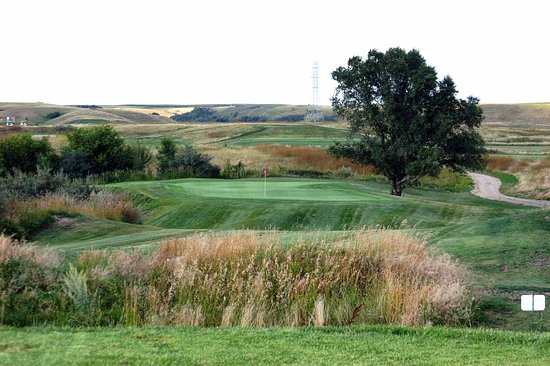 Washburn, ND: Painted Woods Golf Course's picturesque Par 3 #2