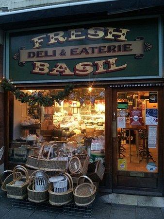 Fresh Basil - Deli & Eaterie-billede