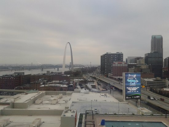 Four Seasons Hotel St. Louis: South view from 12th floor looking at Arch and the city.