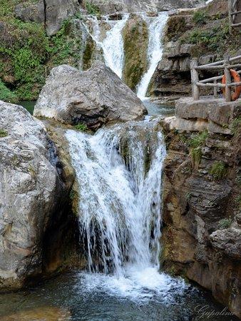 Jiaozuo, China: Yuntaishan Geopark.