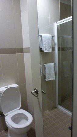 The Statesman Hotel : very clean bathroom