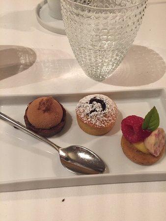 Houthalen, Belgium: dessert bij koffie