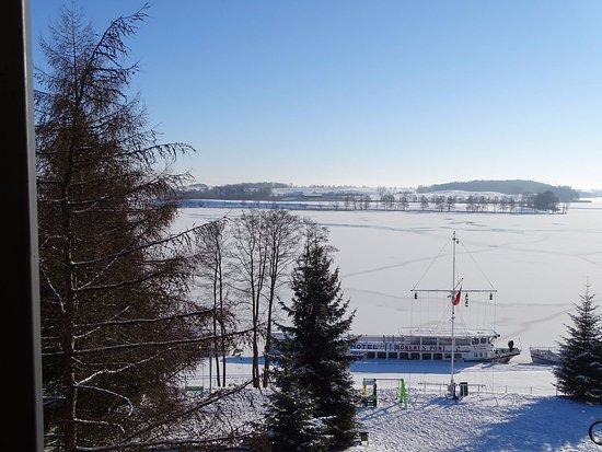 Hotel Robert's Port: Widok z hotelu na jezioro.