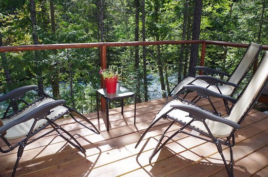 North Bend, Canadá: Glamping tent deck view