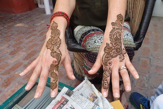 Shanti Home: Henna tattoo