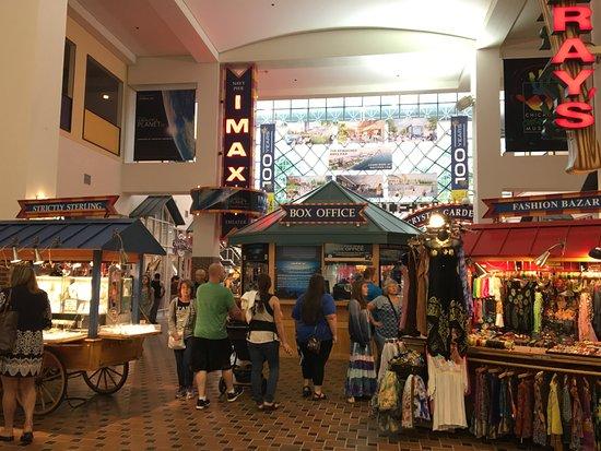 Navy Pier: Shopping com lojinhas.