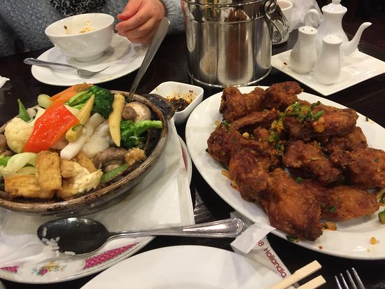 Fortune Palace Restaurant: Seafood hotpot and spicy chicken wings