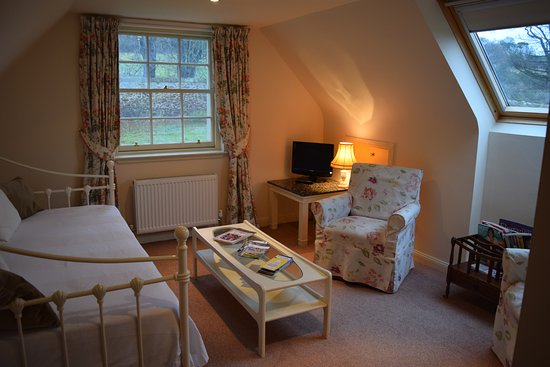 Haddington, UK: Cream Suite upstairs sitting room/bedroom in the case of triple occupancy