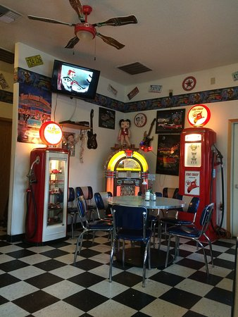 Hubbard, OR: Fifties burger diner theme