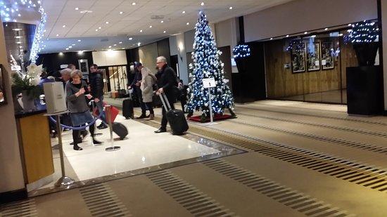 Hilton London Kensington: Hotel Lobby