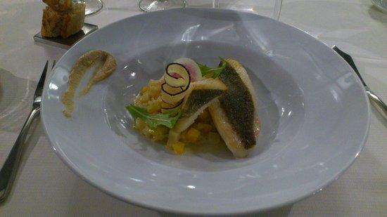 Fondettes, Francia: filet de st pierre brunoise de legumes de saison