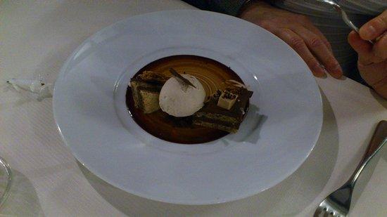 Fondettes, Francia: dessert au chocolat et noisettes du piemont