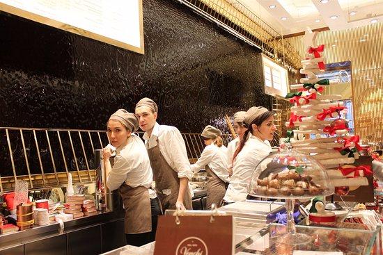Venchi Cioccolato e Gelato, Roma Via della Croce, Piazza di Spagna: Chocolate and ice cream