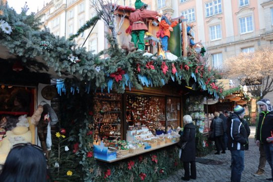 dresden christmas market themed stalls