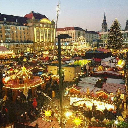dresden christmas market striezelmarkt in dresden 3