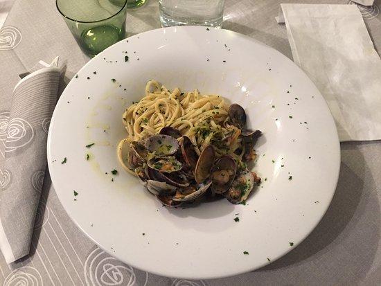 La Pescheria : Tagliolini alle vongole con julienne di zucchine